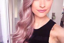 Włosy o kolorze lilii