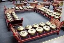 Gamelan / Gamelan is one of Indonesian traditional music instruments, there are three kind of gamelan which are Javanese gamelan, Sundanese gamelan and Balinese gamelan. Gamelan is a set of traditional music instruments that produce an idyllic sound.