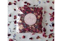 les confettis fleurs séchées / Catégorie confettis pétales de fleurs séchées du catalogue de la boutique en ligne hello-pompon.fr
