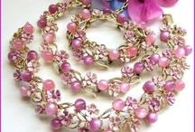 Antique Art Deco Vintage Necklaces Jewelry / Vintage Necklaces, Antique Necklaces, Art Deco Necklaces, Vintage Designer Necklaces.
