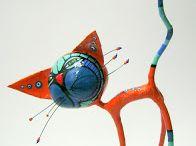 Inspiratie beeld op stok. / Creatie van papier, klei, papier mache, deeg.
