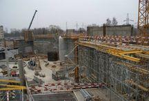 Park Wodny w Rudzie Śląskiej / W Rudzie Śląskiej powstaje Park Wodny o powierzchni 14 130 m2, kubaturze 99 618 m3 i powierzchni luster ponad 1 300 m2. Będzie to jeden z największych i najnowocześniejszych tego typu obiektów w Polsce. Największe atrakcje obiektu stanowić będą: 25 metrowy, 4-torowy basen pływacki, basen z regulowanym ruchomym dnem (od 0 do 1,8 m), basen dla rodziców z małymi dziećmi, komora do nurkowania, zjeżdżalnie, hydromasaże oraz zespół odnowy biologicznej.