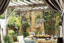 Dvorky a zahrady
