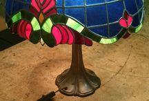 Dve Modré Tienidlá na Stojacu Tiffany Lampu / Dve Modré Tienidlá na Stojacu Tiffany Lampu http://sk.sooscsilla.com/tiffany-lampy/ http://sk.sooscsilla.com/portfolio/dve-modre-tienidla-na-stojacu-tiffany-lampu/