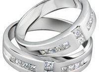 ring unik simple / Cincin nikah  ini di desain yang sangat simple dan elegant sehingga tampilan yang ada sangat simple apabila di pakai di jari manis anda dan pasangan tercinta.  Cincin nikah  ini merupakan cincin yang sangat banyak di minati oleh pembeli karena keunikan dari tonjolan di atas cincin nya yang ber jajar 1 garis sehingga cincin nikah ini terlihat seperti meningkat. bulatan cincin palladium ini menggunakan warna doft yang terlihat seperti lebih simple di jari manis anda  Cincin nikah cocok untuk pernikaham, tunangan dan kado ulang tahun.  Cincin nikah :  – bahan palladium dengan kadar 50%  – berat masing-masing cincin Nikah 4 gram  – batu zircon untuk cincin wanita dan pria  – gratis ukir nama + kotak cincin  — Gratis Ongkir Via Pos Ke seluruh indonesia  *Pembuatan cincin ini memerlukan waktu 7-10 hari jam kerja.  Bisa juga d buat dari bahan perak murni  Pembuatan kami d yogyakarta