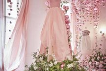 hanging flowers & backdrops / Wedding ceremony and reception decorations with hanging flowers and ribbons. Beautiful floral chandelier inspiration and luxurious flower balls and hanging hearts.