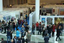İlk Çağdaş Sanatlar Fuarı Açıldı / İlk defa bir çağdaş sanatlar fuarına ev sahipliği yapıyor. Atis Fuarcılık tarafından, Tüm Sanat Galerileri Derneği (TÜSGAD) ve Birleşmiş Ressam ve Heykeltıraşlar Derneği (BRHD) işbirliği ile düzenlenen Çağdaş Sanat Fuarı'nın açılışı yapıldı. 200 sanatçının 2 bin civarında eserinin sergilendiği fuarda İranlı sanatçıların eserleri ilgi çekti. Fuar, 15 Mart akşamına kadar açık kalacak.