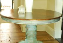 Vintage Round Table / It could work, give it a chance.!!!!