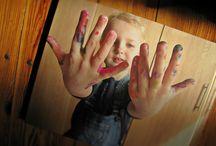 Fotoksiążka z rysunkami dziecka / Jeśli macie dzieci w wieku przedszkolnym i wczesnoszkolnym, na pewno macie także wiele prac swoich pociech: rysunki, malunki, wycinanki, wyklejanki, itd. Idealnym miejscem na nie nie są teczki i pudła, które kurzą się w piwnicy, ale fotoksiążki Printu z rysunkami dziecka! Jak zrobić taką książkę? Oto poradnik: http://blog.printu.pl/2014/09/12/jak-zrobic-fotoksiazke-z-dzieciecymi-rysunkami/