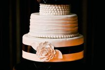 Pretty Cakes & Cupcakes / by Laurel Twist