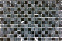 MOSAIKFLIESEN / MOSAIC / Der Trend geht heutzutage immer mehr zu großflächigeren Fliesen. Dennoch bieten Mosaikfliesen ganz eigene Anwendungs- und Gestaltungsmöglichkeiten. Dabei  müssen die Mosaike nicht unbedingt in großem Stil verlegt werden. Sie sollen oft eher als Blickfang dienen oder um Akzente zu setzen. Mit Mosaiken lassen sich verspielte Kontraste schaffen, Farbtupfer auf ansonsten eher neutrale Flächen einbringen oder bestimmte Elemente gezielt hervorheben.