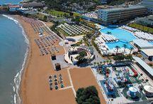 Acapulco Resort Hotel / Kıbrıs'ta eğlence dolu bir tatil Acapulco Resort Hotel ile seni bekliyor. 2 gece otel konaklaması + uçak + transfer 580 TL'den başlayan fiyatlarla. Otel konaklamasında 0-12 yaş 1.çocuk, 0-6 yaş 2. çocuk ücretsiz.