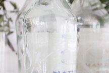 Solbacka Källa / Vatten på flaska med eller utan kolsyra  . Tre smaker på det kolsyrade, havtorn, lingon & tranbär, äpple. Tappat på fin glasflaska, hemma på gården Solbacka.