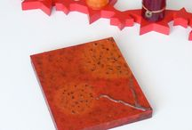 """""""Taraxacum"""" / - tablou Unicdeco lucrat manual - tablou decorativ pentru interior, lucrat manual, cu fundal din lemn si elemente decorative din margele maro si negre, vopsele acrylice, lacuit - dimensiune 17x20cm - in spate are o agatatoare metalica - se poate folosi atat ca si tablou cat si ca tabla decorativa"""