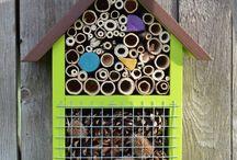 insect hotels / hmyzí domky / Ukázka hmyzích domků ze Zahrady pohody. A další piny, které nás zaujaly.  Hand made insect hotels by Zahrada pohoda + another pins.