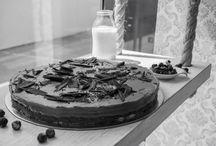 Nuestros Pasteles / Una fiesta sin pastel, sólo es una reunión