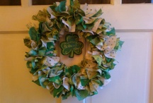 DESIGN Your OWN Wreath / Whatever your style, there is a wreath for you. Very creative designs! / by Jane Frenette