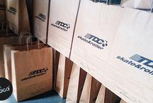 Bolsas de papel / Serigrafía sobre bolsas de papel con diseños de nuestros clientes