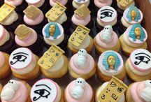 Special Theme Orders / http://thecupcakeshopperaleigh.com/