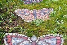 Garden / kukkia, kivilaattoja, suihkulähteitä....