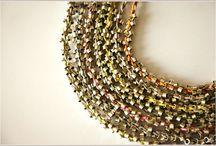 Drobinki w subtelnych kolorach! / Bransoletki i naszyjniki stworzone z mnóstwa srebrnych drobinek, połączonych plecionką w najmodniejszych pastelowych kolorach!