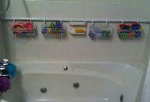 Malin dans la salle de bain