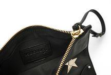 Pochette#6 / Pochette in pelle nera con stella metallica dorata e chiodini bianchi laccati