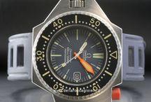 Omega Ploprof / Nel 1974 si passa dallo spazio al mare con il Cronometro Marino che rappresenta un primato unico nella storia degli orologi. Nel 1985 il celebre marchio viene acquisito dall'attuale Swatch Group e tre anni dopo tutti i membri della spedizione sottomarina Nautilus...