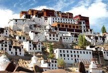 INDIA/ LADAKH. Viaje al techo del mundo. / Emocionarse a la vista de paisajes que cortan el aliento y de desiertos ocultos  • Entrar en la mágica atmósfera de antiguos monasterios budistas • Enamorarse de lagos de altura• Superar los pasos montaña más altos del mundo• Sumérgete en las fascinantes leyendas del Pequeño Tibet.