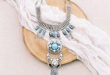 Make a statement / Statement jewelry