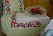 Yaratıcı Eller EV DEKARASYON / Ev dekarasyon işleri( yastık,yatak örtüleri, pike,örtüler) El işleri (takı,patchwork,dantel,örgü,nakış,kanaviçe )  handcrafted, home decoration (pillows, bed covers, bedsheets, blankets)