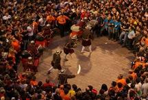 La Patum / La Patum es una fiesta tradicional y popular celebrada en la ciudad de Berga, durante la festividad de Corpus. Consiste en distintas representaciones a la calle y con la participación de la población. Una de las características principales es la presencia de fuego y pirotécnia. Desde 2005 es Patrimonio Cultural Inmaterial de la Humanidad.