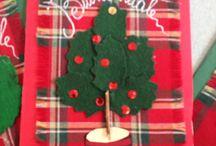 Biglietto d'auguri / Con cartoncino, stoffa natalizia e panno lenci