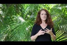 How to videos / Hawaii Wedding + Portrait Photographer Jeannemarie discusses posing tips to practice before your shoot.