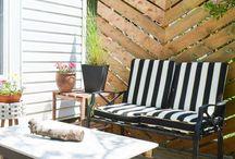 Muebles para el jardín / A la hora de pensar en el acondicionamiento de un jardín o terraza, lo primero en lo que pensamos es en el tipo de plantas, árboles y jardineras que deberemos colocar, pero también deberemos pensar en el tipo de mobiliario a utilizar, mirar el lugar de ubicación para poder encontrarnos cómodos y los materiales a utilizar.