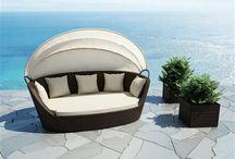 Portofino Modern / Pohovka PORTOFINO z umelého ratanu je ideálna k oddychu na terasu, do záhrady, k bazénu, do SPA a wellness centier. Baldachýn chráni pred slnkom a vetrom, dá sa jednoducho zložiť.  Konštrukcia je zo zváraného hliníka, výplet z kvalitného polyuretanu, čalúnenie z polyesteru impregnovaného teflónom – môže sa prať, bez aviváže.
