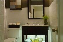 LED badkamerverlichting / Hier vindt u allerlei voorbeelden van badkamers die gebruik maken van licht om sfeer te creëren.