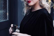 FASHION || Monochrome Outfit Inspiration / Monochrome fashion inspiration - black and white outfits. Chic and classic outfit inspiration. Monochrome outfit ideas. Capsule wardrobe inspiration.