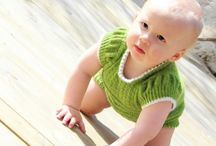 Til babyen / Tepper, klær og annet til babyen