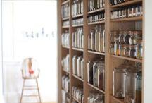 despensa organizada com vidros