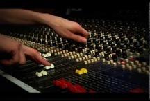 DNA Music / DNA Music es más que una academia, es un estilo de vida, es un puente entre eso que sueñas y llegaras a ser, eso que te hace vibrar, eso que te hace sentir, eso que te hace ser quien eres. Es el respaldo y la experiencia que solo un ambiente practico y flexible te puede ofrecer. Vive a tu ritmo… vive DNA..!!   DNA MUSIC Calle 33A # 21 - 09 T. 4773820 http://www.dnamusicla.com/