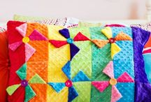 Pillow DIY / These free pillow DIY ideas are sure to spruce up your space!