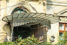 Little Paris / Clamshell doorway canopy, 1890s Little Paris style house, Mosilor area, Bucharest (©Valentin Mandache)