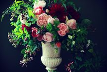 Thatch Barn Urns Ideas / Our urns in the Thatch Barn can be filled with your flowers of choice!