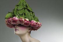 CHAPEAUX / Des végétaux et fleurs sont utilisés pour créer des chapeaux