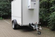 Huur een Koelwagen in Nieuwleusen / Wil jij de drankjes koel houden? Dan is een koelwagen ideaal! Makkelijk te plaatsen en aan te sluiten en alle dranken en etenswaar is lekker koel.  Ook in de winter is een koelwagen ideaal. Dan houdt de koelaanhanger de drankjes niet alleen koel, maar ook dooi. Als het buiten heel hard vriest dan houdt de koel aanhanger je drankjes dooi!  http://contirentverhuur.nl/koelwagen-2-50-lang-1-80-hoog.html