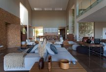 Espaços e ambientes integrados / Gostaria de integrar a sala de jantar e a sala de estar? Ou a varanda com a sala de estar? Confira ideias e inspirações incríveis para trazer mais fluidez para os seus ambientes integrados.