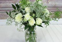 White, Ivory, and Cream Flower Inspiration / White, ivory, and cream flowers that we love!