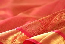 Varna Sutra Raktha / In this edition of Varna Sutra, we delve into the symbolism and subtle nuances of hue in Raktha or red; curating a selection of kanjivarams in the colour of love. Ranging from the glorious vermillion of 'Kumkuma' to the muted pink of 'Vengayam' and the distinctive 'Arakku', this curation features a fiery and feminine palette that comes alive on the kanjivaram's drape.