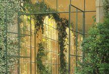 Skleníky a terasy s květinami
